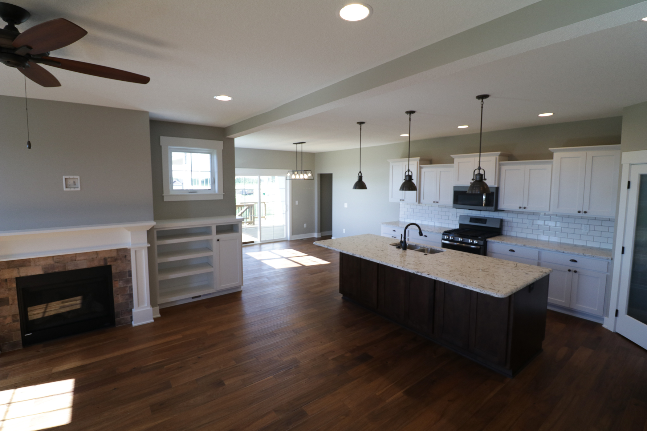 2611sw20thcir_kitchenfamilyroom
